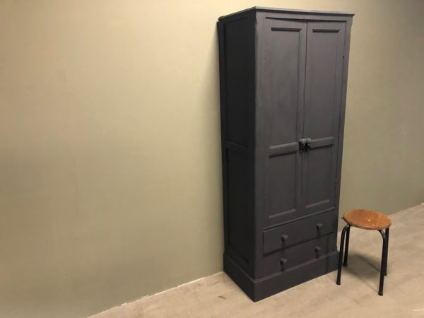 grey-cupboard-grijze-kast-vintage-industrieel-laden b