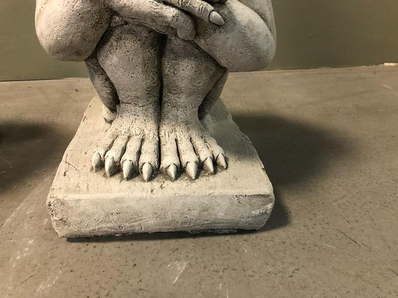 Leg En Hangkasten.Set Statues Thinking Devils Itsthat